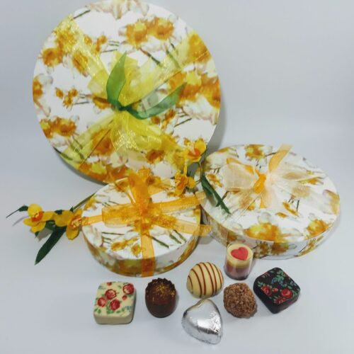 Narcissi round chocolate box