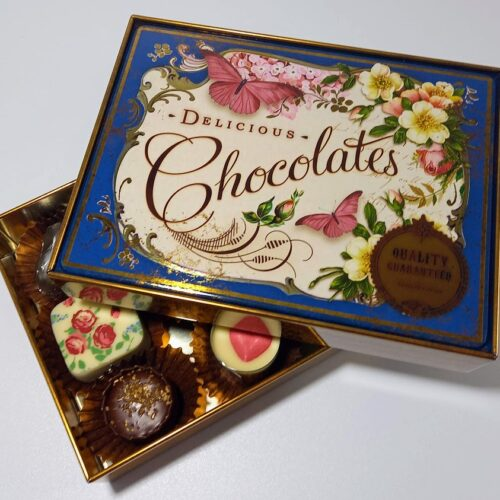 Nostalgia tin with chocolates